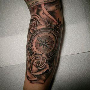 Compass and roses, done Whit kaco Tattoo Pen, Follow me on Instagram :JAIRO_RAMIREZART #jairoramirezart #blackandgrey #blackandgreytattoo #tattoo #blackandgreytattoos #tattooer #rosestattoos #rosestattoo #compasstattoo