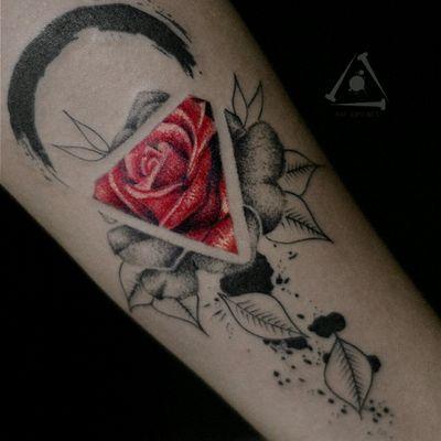 Amazing tattoo by brazilian artist @rafximenes7 #flower #flor #blackwork #dotwork #pontilhismo #RafXimenes #tatuadoresdobrasil