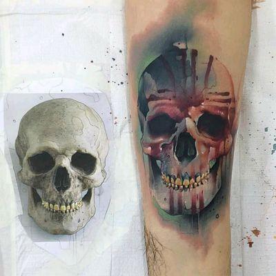 Skull made by @vareta.art #skull #caveira #aquarela #watercolor #Vareta #tatuadoresdobrasil #colorida #colorful
