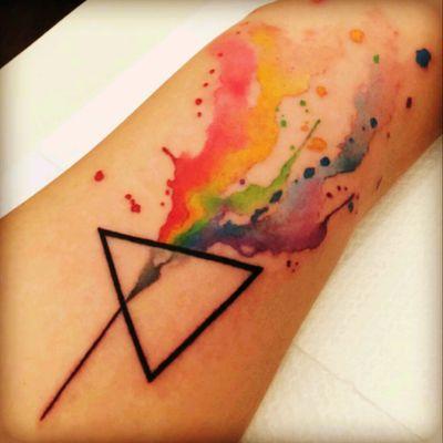 #pinkfloyd #darksideofthemoon #colourtattoo #tattoo #TriangleTattoos #pinkfloydtattoo #dark #art #colors #watercolor #band #inkcolor #triangle I 💙 darksideofthemoon :3