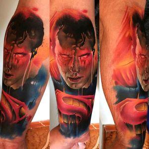 Incredible Super Man tattoo by brazilian artist @vareta.art #superman #superhomem #comics #dc #quadrinhos #nerd #geek #realismo #realism #tatuadoresdobrasil #Vareta #colorida #colorful