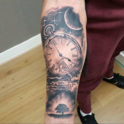 Black and Gray pocket watch and tree tattoo artist 👉 @alexandrerodrigues_t2 #blackandgrey #realism #realistictattoo #pocketwatch #treeoflife #SpaceTattoos #moon
