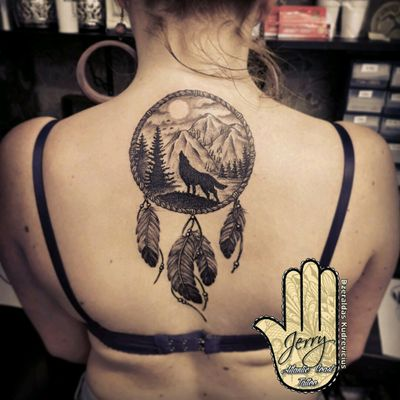 Dream catcher😀 #tattoo #inked #dreamcatchertattoo #dreamcatcher #wolf #wolftattoo #feathertattoo #feather #backtattoo #tattooideas #inksparation #inked #inkedgirls #tattooedgirls #tattooed #newquay #atlanticcoasttattoo