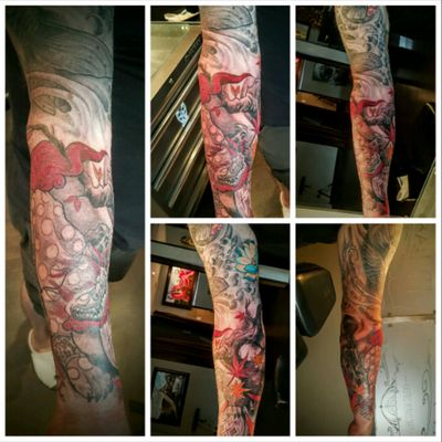 #sleeve was completed July 2016 by #waynegalbraith which at that time was with #toratattoo and has since opened his own place #wonderlandstudios in #kitchenerontario #canada Awesome artist with a very cool shop.#japanesetattoo #koifish #lotus #cherryblossoms #japanesemaples #foodog