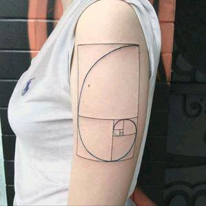 Fibonacci made by @Raphaellopes  #fibonacci #amazing #fineline #geometria #geometry #tatuadoresdobrasil #RaphaelLopes #metamorphosistattooparlor