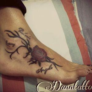 #girltattoo #girlinked #RoseTattoo #familytattoo #loveofmother #amordemadre #tatuaje #tattoo
