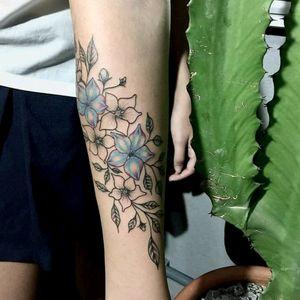 Beautiful tattoo by @Raphaellopes #flower #flor #fineline #delicate #delicada #cute #colorful #colorida #tatuadoresdobrasil #RaphaelLopes