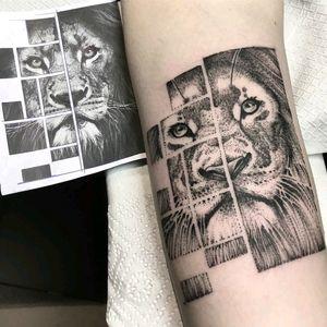 By #KlaudiaHolda #lion #dotwork #geometric #blackwork #liontattoo