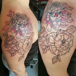 Floral theme in progress  By thedoud apprentice tattoo artist  #thedoud#florals#tattoofloral#blackandwhitetattoo#tattoo#apprenticetattoos#tattoolifemagazine#inkedgirls#tattoogirl#girlytattoo#inkmemagazine#rose#rosetattoo#rosetattoos#neotradtattoo#neotraditional#like #like4like #TFLers #liker #likes #l4l #likes4likes #photooftheday #love #likeforlike #likesforlikes