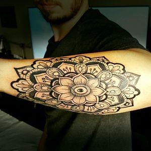 Tattoo mandala💉💉💉💉💉 By thedoud apprentice tattoo artist  #mandala#mandalatattoo#tattooart#blackwork#inked#tattooink#tattoolifemagazine#thedoud#blackworksubmission#goodtattoos#inkedlife#thedoud#inkedlife#apprenticetattoo#tattooapprentice#tattoolifestyle#mandalawork#blackworktattoo