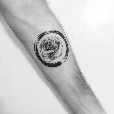 By #pt78tattoo #rose #enso #circle #blackwork #flower