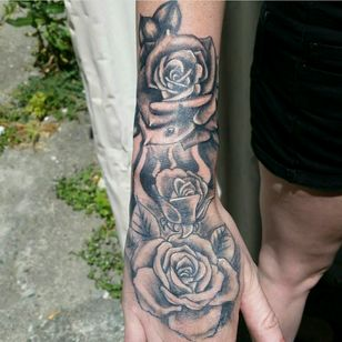 Kane Ryder Using Ink-finity tattoo butter to create this beautiful piece #inked #tattooartist #tattooed #sleevetattoo #tattoist #tatuaje #tintayarte #tattoofestival #tattedbabes #blackworker #darkartist #oldschooltattoo #instatattoo #traditionaltattoo #inkedmag #tattooaftercare