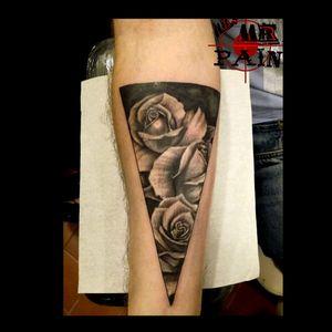 #mrsmrpaintattoostudio #tattoos #tattooblackandgrey #tattoorose #tattoorealistic