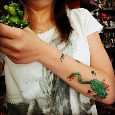 #frogtattoo #frog #frogs #me #mybody #mybodymydecisions #forearm #green #colorful #poland #bloodline #polishgirl #love #my #tattoo #animaltattoo