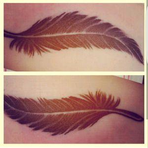 #plume #feather #feathers #oiseau #plumeoiseau #bird #tatouageplume #plumetattoo #frenchie #arm #tattoo #oldschooltattoo #oldschool