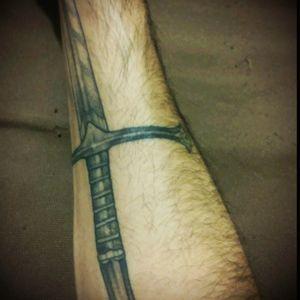 Narsil sword by Lipsis Ruiz(La Santa Tinta Tattoo Studio) #blackwork #narsil #lotr #lordoftherings #sword