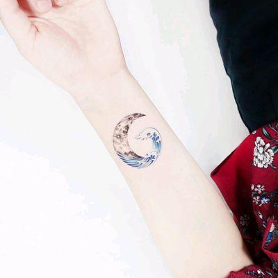 By #tattooistida #wave #crescentmoon #ocean #sea #moon