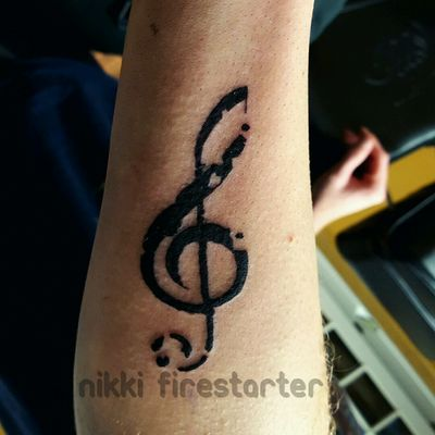 Today I did my first official tattoo on my boyfriend! One small step toward kicking off my career as a tattoo artist. I have a handful of other people set up to practice on in the summer, but I'm always looking for more, so hit me up if you're interested! -- n!k #tattoo #apprentice #trebleclef #music #musicaltattoos
