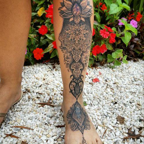 Amazing detailed tattoo by Rodrigo Tanigutti  #mandala #geometria #geometry #pontilhismo #dotwork #unalome #RodrigoTanigutti #tatuadoresdobrasil