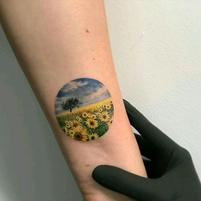 #sunflower #flower #flowertattoo #sunflowertattoo #megandreamtattoo #tattodo #tattoed #tattoos #inked #smalltattoo #ink #art #tattooartist #scenery #sky #colour #colorfull #realistic #realism