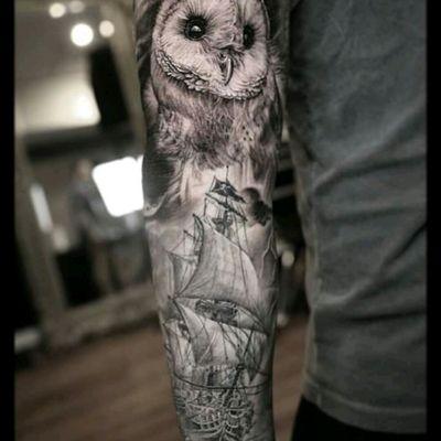 Amazing sleeve by Stefano Alcantara #tattoodo #TattoodoApp #tattoodoBR #coruja #owl #navio #ship #mar #sea #pretoecinza #blackandgrey #realismo #realism #StefanoAlcantara