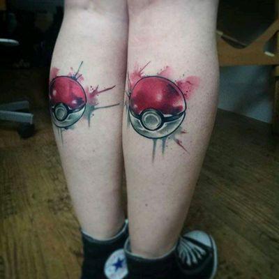 Pokemon tattoo by Uncl Paul #tattoodo #TattoodoApp #tattoodoBR #pokemon #pokeball #nerd #comics #aquarela #watercolor #UnclPaul