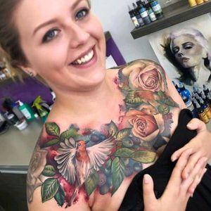 Beautiful chestpiece by Lianne Moule #tattoodo #TattoodoApp #tattoodoBR #colorida #colorful #passaro #bird #LianneMoule