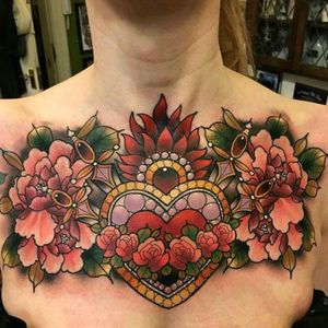 Chestpiece by Daryl Watson #tattoodo #TattoodoApp #tattoodoBR #neotrad #neotraditional #flor #flower #colorida #colorful #DarylWatson