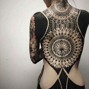 Chester Oddboy #tattoodo #TattoodoApp #tattoodoBR #blackwork #geometria #geometry #ChesterOddboy