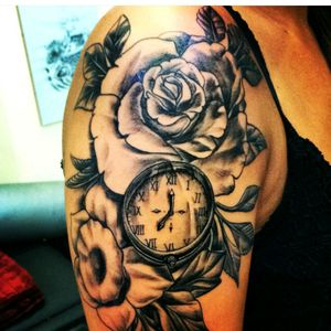 Roses and a clock, the time is 7 o'clock and i was born at that time. 🙌💥My third tattoo.💋 #rosestattoo #thirdtattoo  #clocktattoo #rhodos