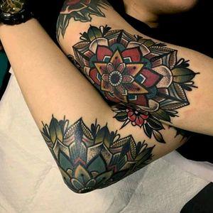 Elbow ideas by Mico #tattoodo #TattoodoApp #tattoodoBR #oldschool #tradicionalamericano #americantraditional #colorida #colorful #Mico