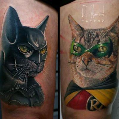 Batman & Robin are cats?! By El Mori #tattoodo #TattoodoApp #tattoodoBR #batman #robin #nerd #comics #gato #cat #quadrinho #hq #colorido #colorful #ElMori