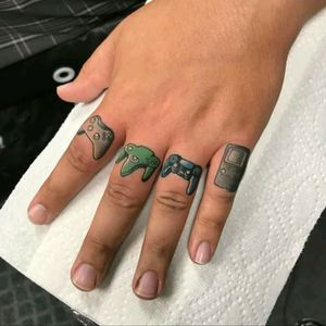 Mini gamers tattoo by Tony Wayne #tattoodo #TattoodoApp #tattoodoBR #gamers #game #nerd #geek #videogame #nintendo #sony #microsoft #xbox #PlayStation #nintendo64 #gameboy #dualshock #TonyWayne
