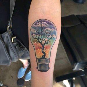 By Jonathan Penchoff #tattoodo #TattoodoApp #tattoodoBR #lâmpada #lamp #arvore #tree #colorida #colorful #arcoiris #rainbow #JonathanPenchoff