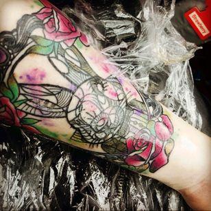 #aliceinwonderland #WhiteRabbit #watercolourtattoo #watercoloursplash #frametattoo #mendala #roses #linework #newtattoo