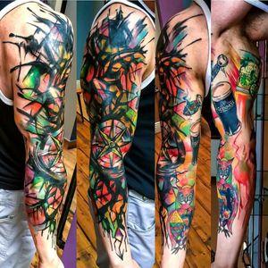Abstract sleeve by Edson Turco Tattooist #tattoodo #TattoodoApp #tattoodoBR #colorida #colorful #abstrata #abstract #rosadosventos #tatuadoresdobrasil #EdsonTurcoTattooist