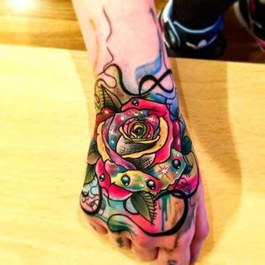 Hiper colorful flower by Edson Turco Tattooist #tattoodo #TattoodoApp #tattoodoBR #flor #flower #colorida #colorful #tatuadoresdobrasil #EdsonTurcoTattooist