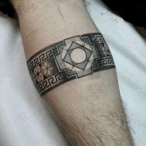 Beautiful dotwork tattoo by Fabio D'Amato #tattoodo #TattoodoApp #tattoodoBR #tatuagem #tattoo #pontilhismo #dotwork #fineline #tatuadoresdobrasil #nauticatattoo #FabioDamato