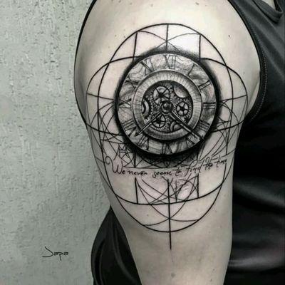 Tattoo by brazilian artist Japa Artwork #tattoodo #TattoodoApp #tattoodoBR #tatuagem #tattoo #relógio #watch #clock #pretoecinza #blackandgrey #tatuadoresdobrasil #JapaArtwork