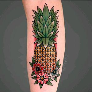 Pineapple by Stef Bastiàn #royal #royaltattoo #royaltattoodk #royalink #royaltattoodenmark #helsingørtattoo #ElsinoreInk #tatoveringidanmark #tatoveringihelsingør #toptattoo #toptattooartist #tatuagem #getatattoo #pineapple #ananas #pineappletattoo
