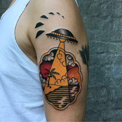 By Ron Mor (ronmortattoos@gmail.com) #AmericanTraditional #americana #americanatattoos #tattoo #brooklyn #Brooklyntattoo #alien #ufo #ufotattoo #beach #beachtattoo #sunset #boldwillhold #tattooart #handofglory #handofglorytattoo #RonMor