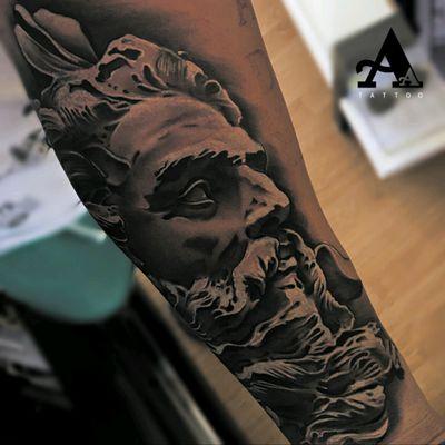 😉 Artista: Antonio Alarcon #thebesttattooartists #thespaintattoobible #thebestspaintattooartists #tattoo #tatuaje #wcw #artists_magazine #artist #davidmiguelangel #cheyennetattooequipment #ink #art_collective #artist #tattoos #photooftheday #inkonsky #balmtattoo #tattoomachine #tattooed #tattooist #SculptureTattoo #sculpture #poseidontattoo #Poseidon
