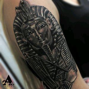😉 Artista: Antonio Alarcon #thebesttattooartists #thespaintattoobible #thebestspaintattooartists #tattoo #tatuaje #wcw #artists_magazine #artist #davidmiguelangel #cheyennetattooequipment #ink #art_collective #artist #tattoos #photooftheday #inkonsky #balmtattoo #tattoomachine #tattooed #tattooist #egipciantattoo #egipt #tutankhamun