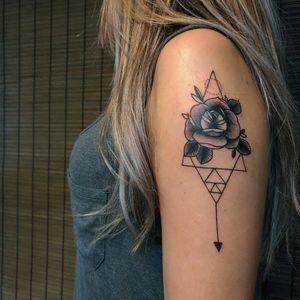 Geometric Rose. #blackwork #geometry #rosetattoo #triangles #rosa #geometrico