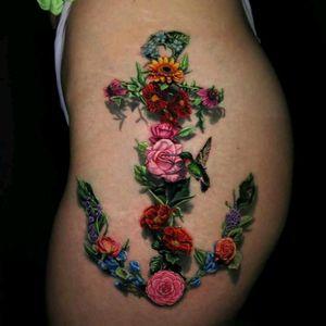 By Jamie Schene. #tattoodo #TattoodoApp #tattoodoBR #tatuagem #tattoo #flor #flower #ancora #anchor #colorida #colorful #JamieSchene