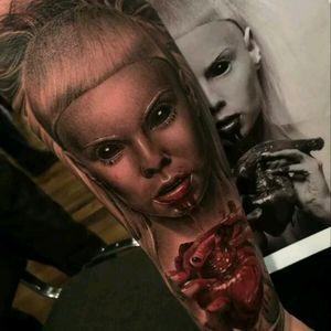 From hell by Fredy Tomas #tattoodo #TattoodoApp #tattoodoBR #tatuagem #tattoo #fromhell #realismo #realism #coração #heart #portrait #retrato #FredyTomas