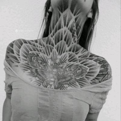 Fabio Sciascia #tattoodo #TattoodoApp #tattoodoBR #tatuagem #tattoo #mariposa #moth #geometria #geometry #pontilhismo #dotwork #FabioSciascia