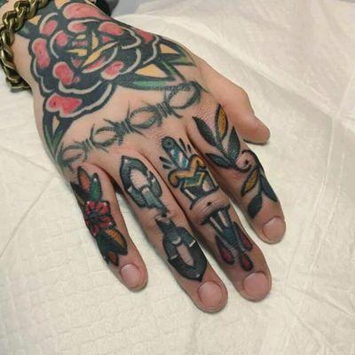 Mico Tattoo #tattoodo #TattoodoApp #tattoodoBR #tatuagem #tattoo #tradicional #traditional #TradicionalAmericano #americantraditional #adaga #dagger #corrente #chain #colorida #colorful #MicoTattoo