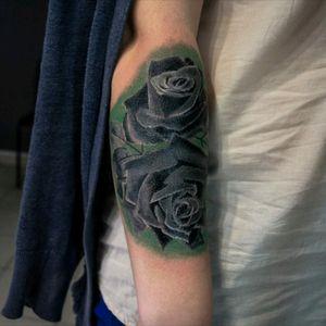 #yanox #yanoxtattoo #tattoorealism #roses #tattoolviv