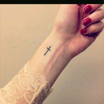 Cross #tattoo #mini #minimalist #minimalistic #minitattoo #small #smalltattoo #cross #crosstattoo